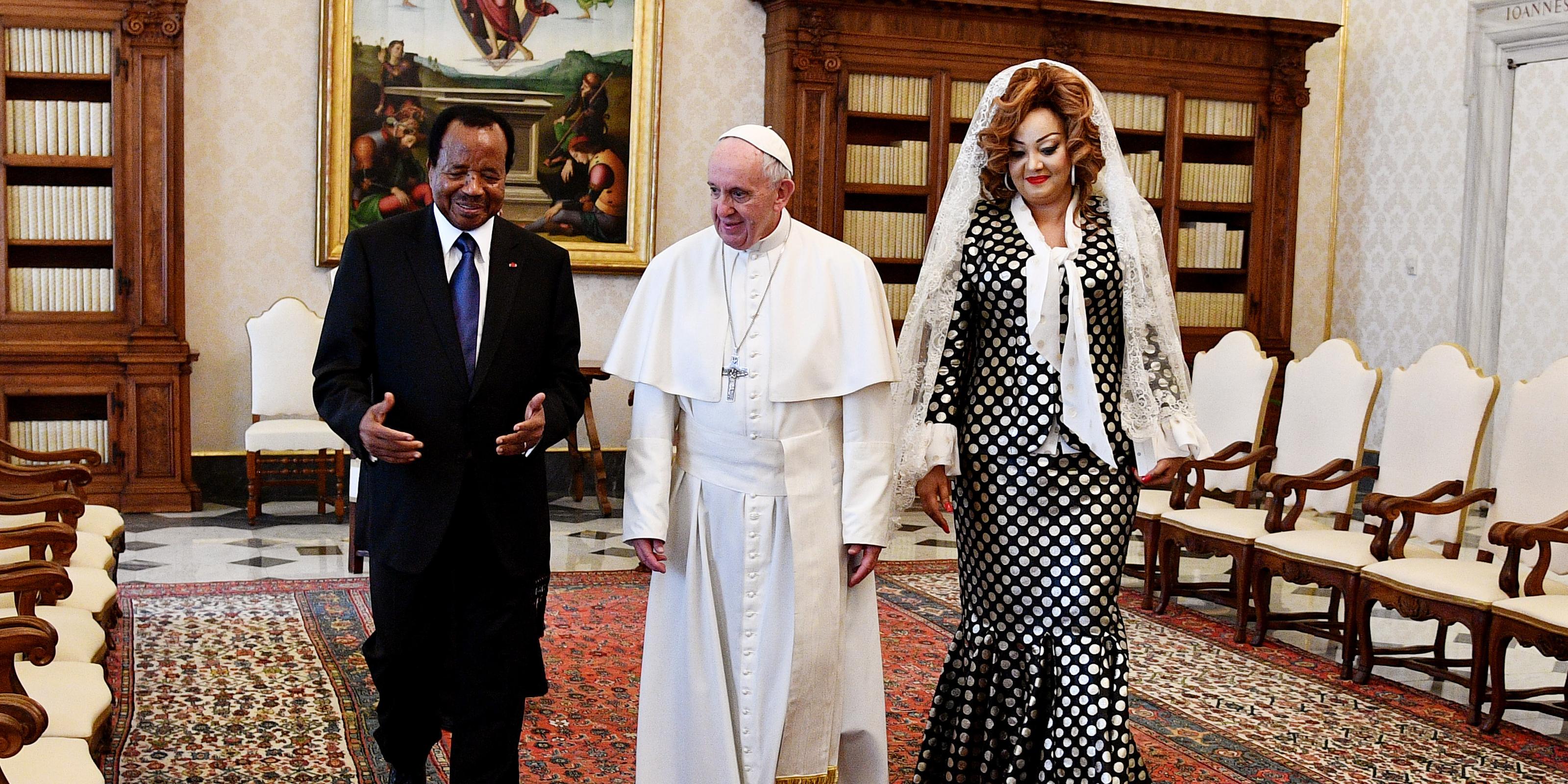 Papież Franciszek w towarzystwie prezydenta Kamerunu